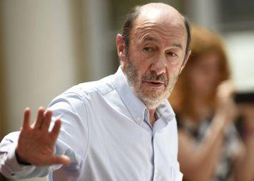 Actualidad Noticias Los socialistas defienden al presidente extremeño ante la dirección del partido