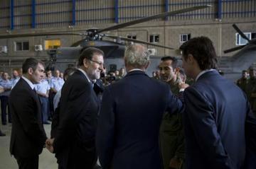 Moncloa Moncloa La Moncloa. Rajoy visita a los familiares de los tres fallecidos en el accidente de un helicóptero militar
